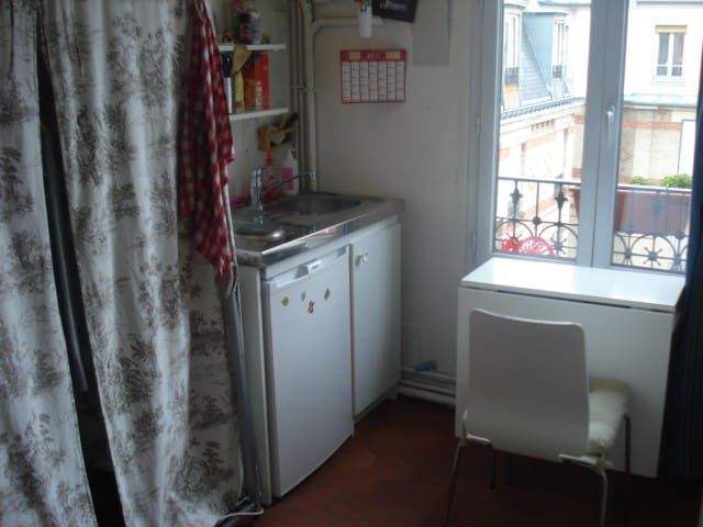 Chambre de bonne flats for rent in paris le de france for Chambre de bonne paris location