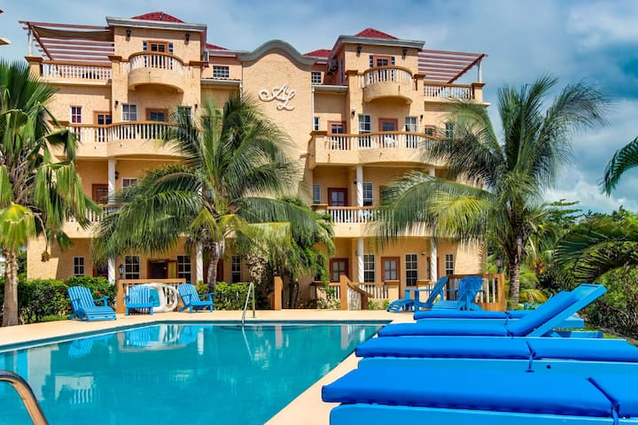 Lakefront condo w/ private grill , shared pool & nearby beach access!
