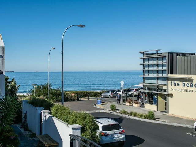 APARTMENT ONE - BLACKMANS BAY BEACH