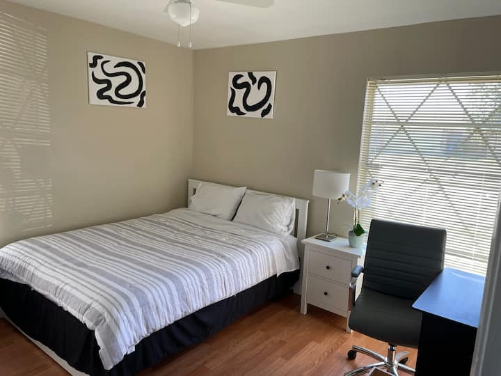 1 BR with Private RR; Great Location! Pets welcome