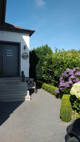 Ruhiges Zimmer mit eigenem Eingang und Bad/WC - Herford - Casa