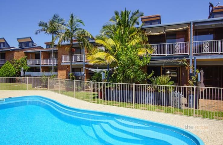townhouse-5 / 500m from pristine beaches and clubs