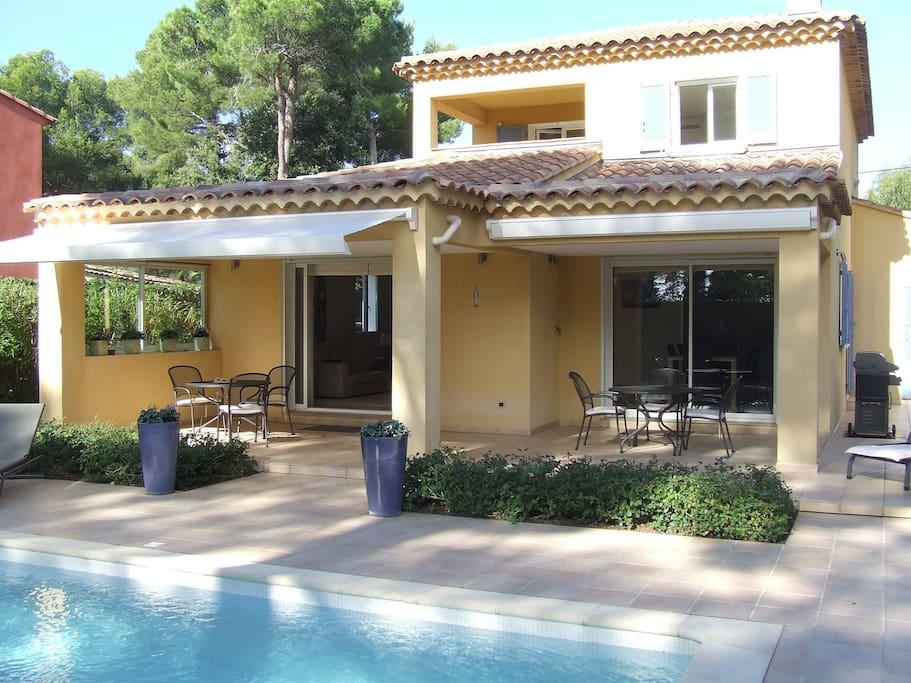 Villa avec piscine chauff e quartier portissol villas for Camping sanary sur mer avec piscine