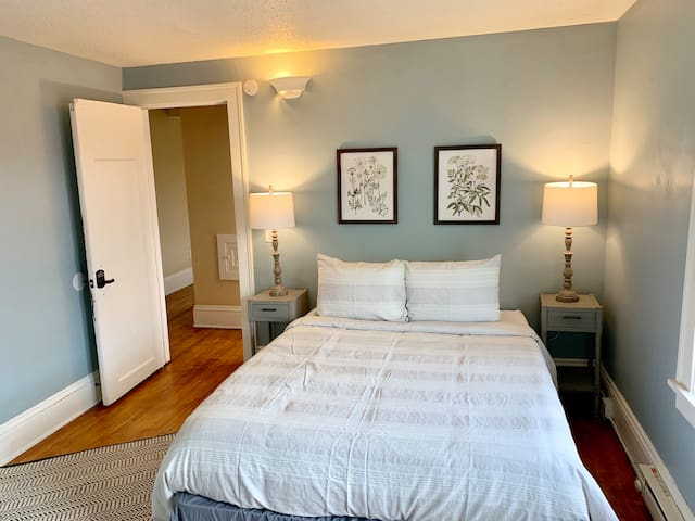 Private Powderhorn Room with Queen Bed [9f]