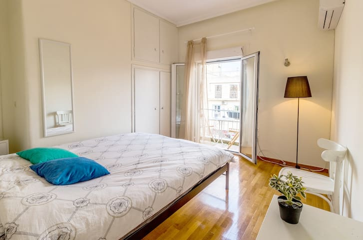 Great Room and balcony, in great area koukaki!