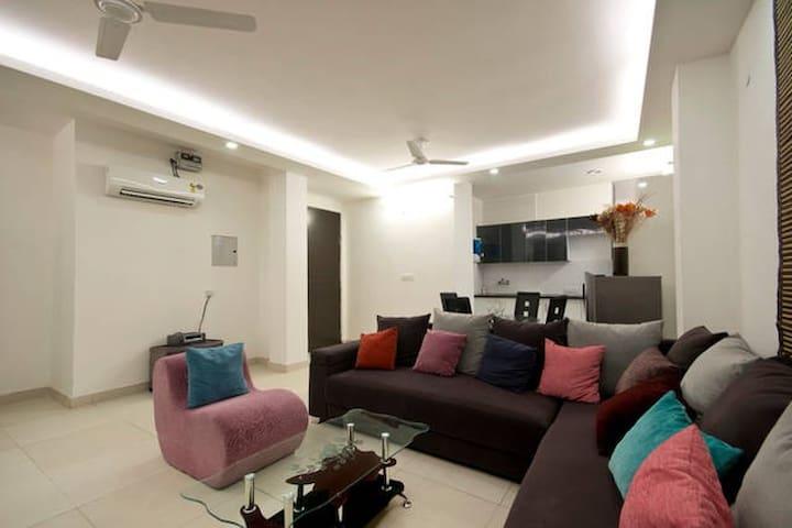 3BHK Home Like Stay Near DLF Farms Chattarpur - New Delhi - Apartment