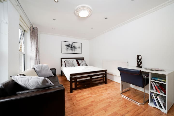 Studio Size Room (London Fields/Broadway market)