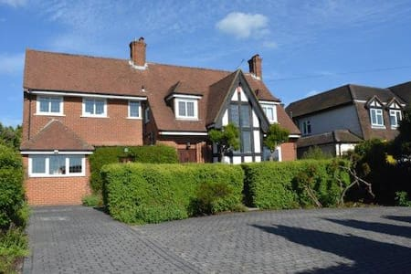 Country family home close to London - Epsom - Casa