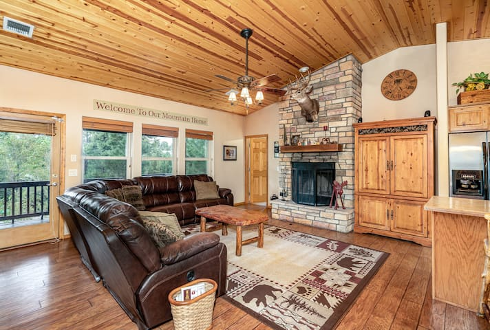 **Cute Cozy Cabin across from National Forest**