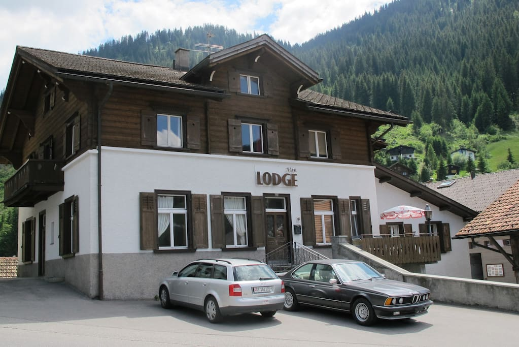 Alpine Summer Chalet, walk to lifts & pool
