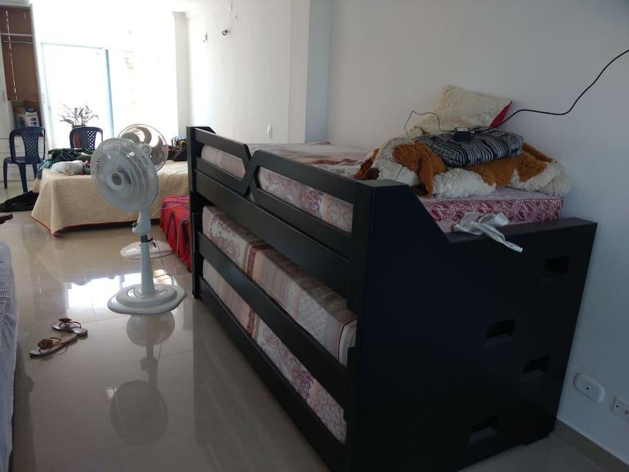 Camarote comodo con 3 camas individuales