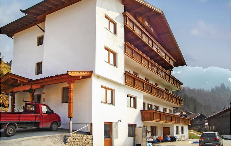 Holiday cottage with 8 bedrooms on 800 m²