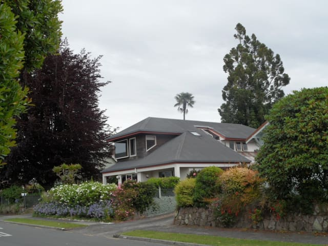 Private bedroom with private bathroom - Tauranga - Bed & Breakfast