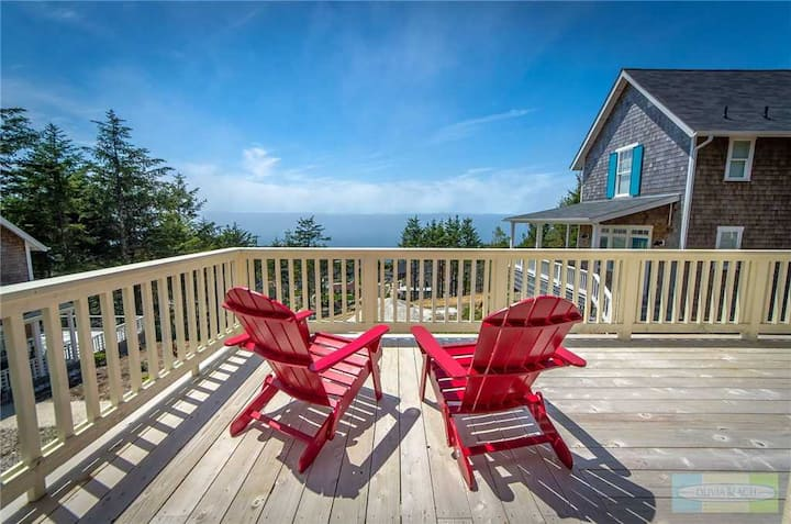 Astonishing Ocean Views from this Hilltop Three-Story Luxury Home with Hot Tub!