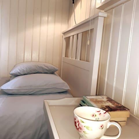 Guest bedroom (bedroom 3/annex)