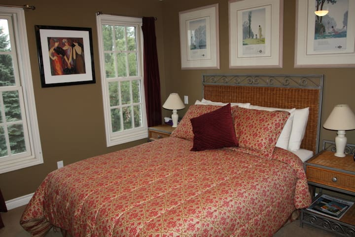 Willow Trace B&B by Elevate Rooms - English Queen Room