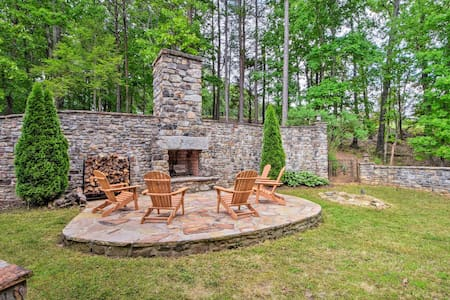 Large Dahlonega Home, Ideal for Family Gatherings!