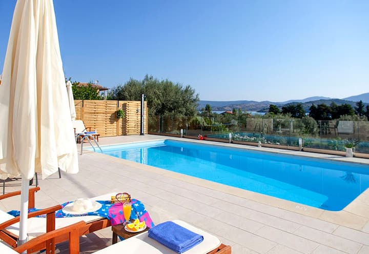 Villa Manos with Private Pool and BBQ