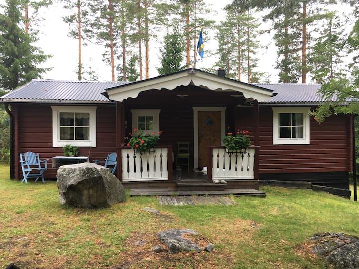 Stuga vid sjö 11 km från Sollefteå