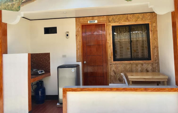Room DAISY: LAIYA WHITE BEACH: 4-5 Persons