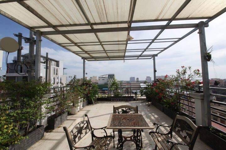 Serviced apartment with elevator & Big terrace - Phnom Penh