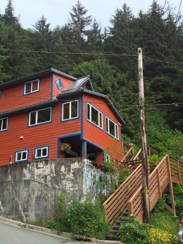 Charming downtown Juneau apartment