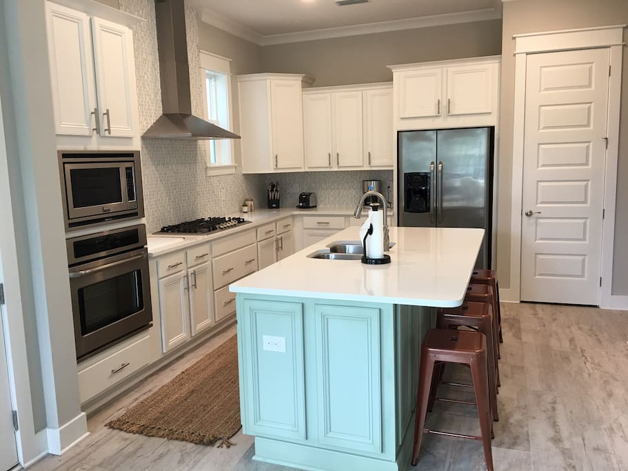 Large open kitchen and great room