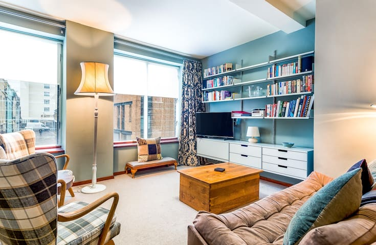 Fantastic Two Bedroom Property in Knightsbridge PG