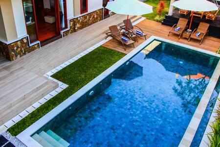 Best Deal Book 3 BR Pool Villa Sabasanti, Staff - Blahbatuh - Villa