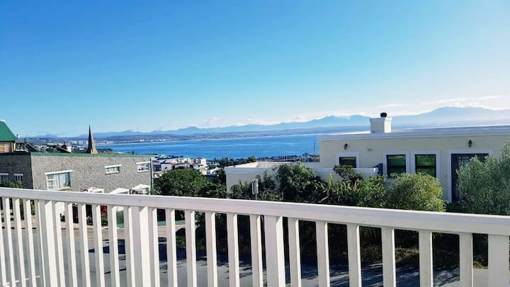 Hanna's Ocean View Apartment