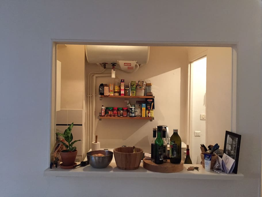 The kitchen is small but has everything you need to prepare your breakfast (or the apéro)