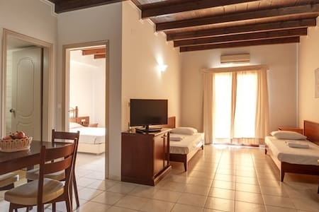 BRIGHT FAMILY APARTMENT 100M FROM THE BEACH - ΑΜΜΟΥΔΑΡΑ