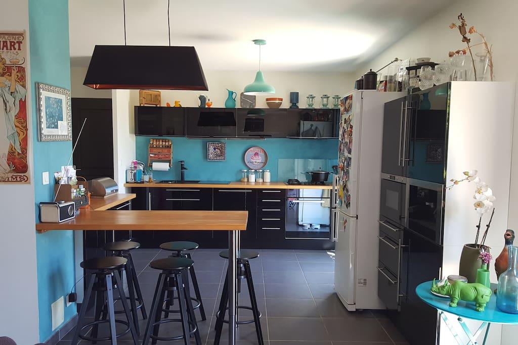Espace comptoir et cuisine
