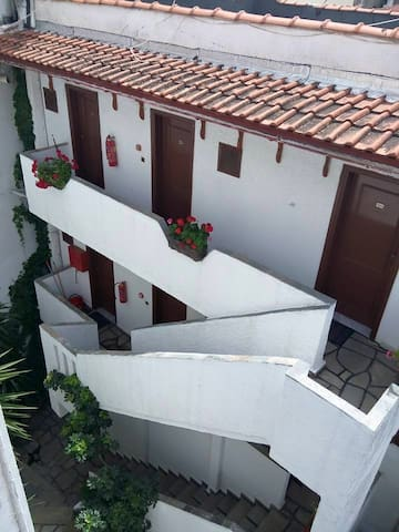 Property of 13 rooms, 13 bathrooms, big courtyard - Neos Marmaras