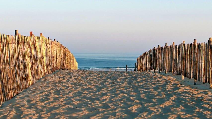 Petite maison 6p, quartier calme à 800m des plages