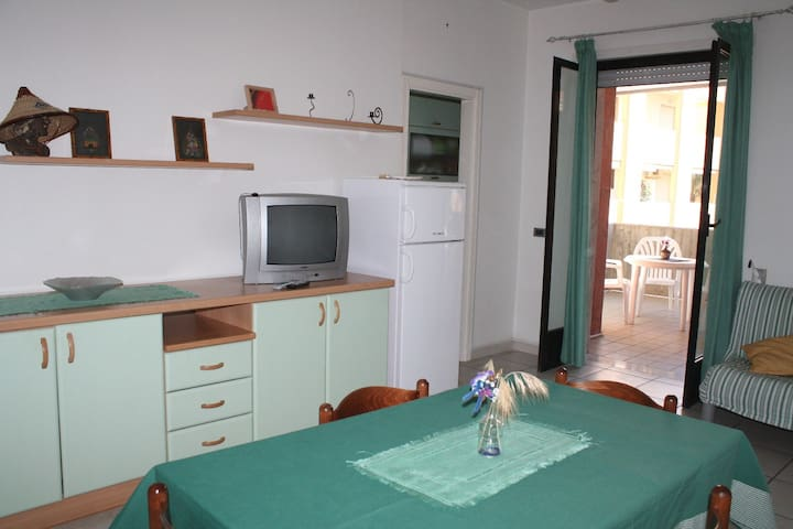 Cosy Holiday Apartment Trilocale Sissy sul mare with Air Conditioning & Balcony; Parking Available, Pets Allowed