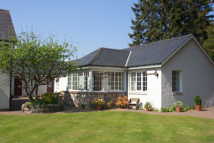 Self-catering cottage on beautiful Royal Deeside