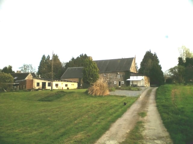 Le Petit Maupas 17th century farmhouse