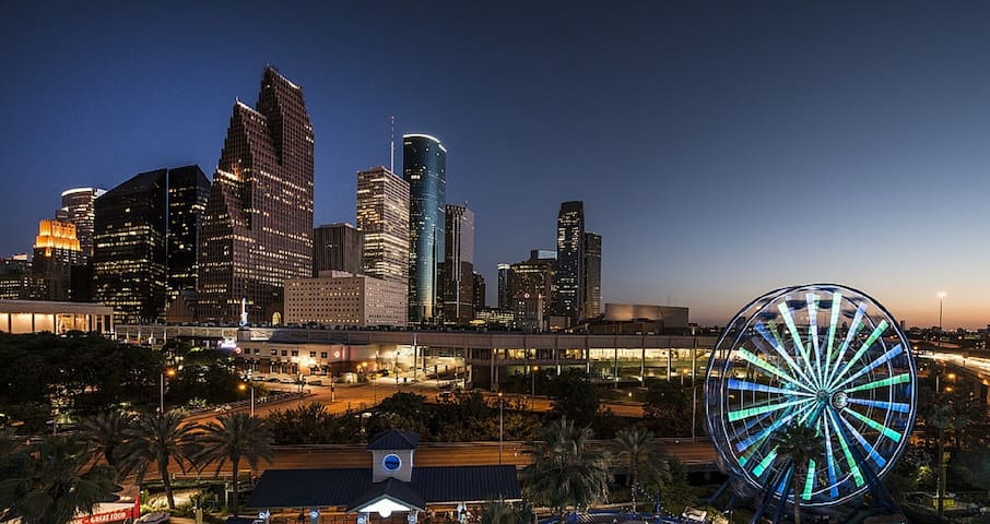 Enjoy being close to everything that Houston has to offer.