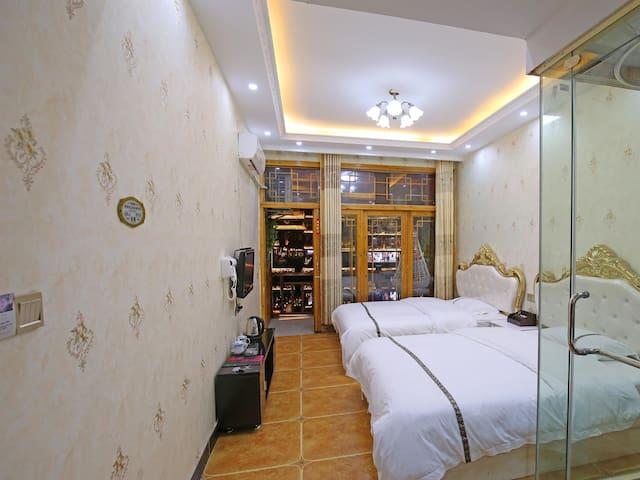 凤凰古城临江民宿标准双人间