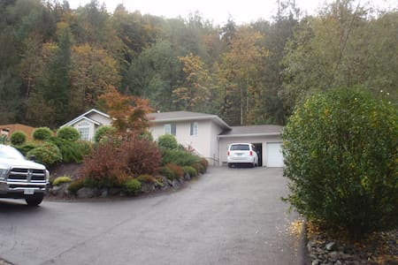 Gurney Gardens: cosy relaxing home in Cultus Lake - Cultus Lake