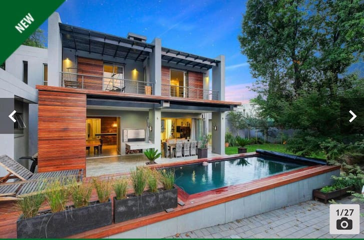 Open Plan Contemporary Home Meets Luxury Lodge