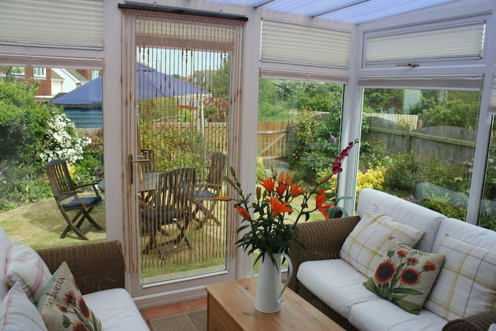 5mins to beach (Free Wifi) Sleeps 4 - Holland-on-Sea - Casa