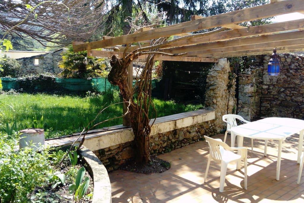 terrasse ombragée en été