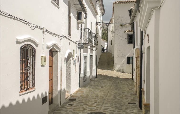 Terraced house with 2 bedrooms on 55m² in Villaluenga del Rosar.