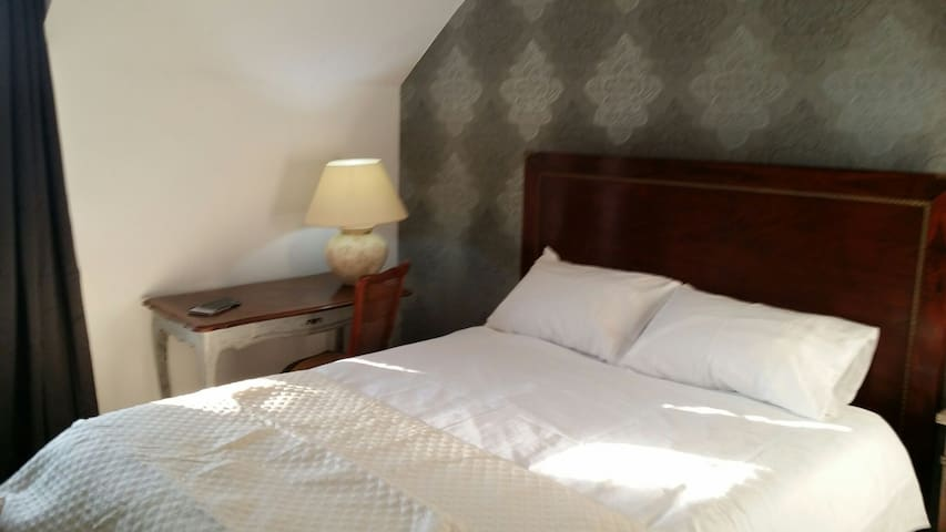 Large B&B Conveniently Located - Trégourez - Bed & Breakfast