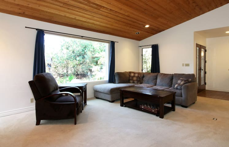 Relaxing Oasis with pond just 3 blocks from BEACH - San Diego - Hus