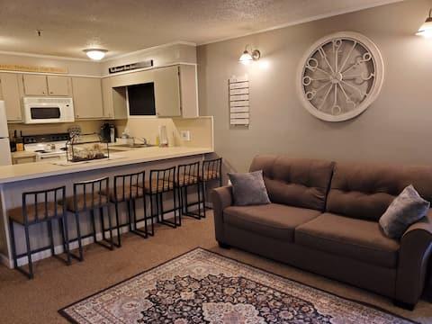 3 Bedroom 2nd Floor Condo Gorgeous 4 Season Views