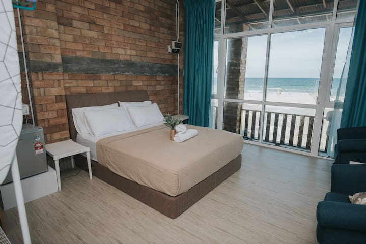 Ombak Deru Lodge (Studio unit 2 with beach view)