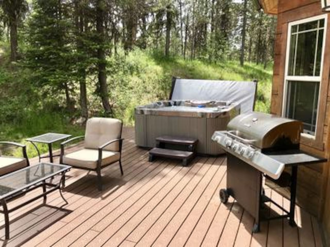 Hot tub with Grill and Patio Furniture, Overlook a Stream in the Backyard